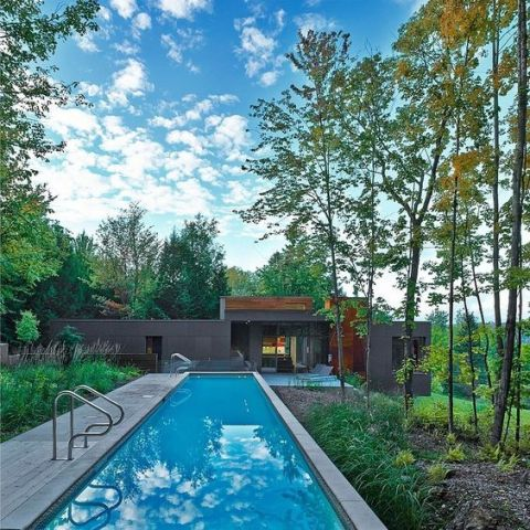 Modern House with pool Maison T by Natalie Dionne Architecture